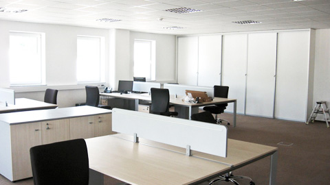 Vgradna omara za poslovni prostor